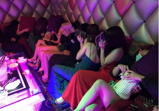 Hơn 100 tiếp viên khách sạn Fortune ở Sài Gòn chạy tán loạn khi có đoàn kiểm tra