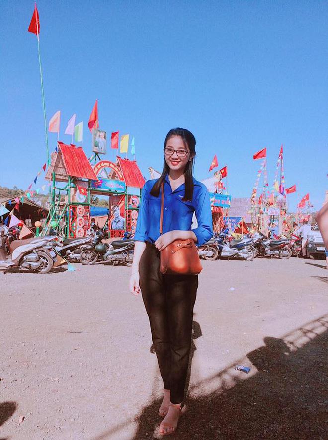 Loạt ảnh đời thường của nữ sinh Đắk Nông bị khóa Facebook8
