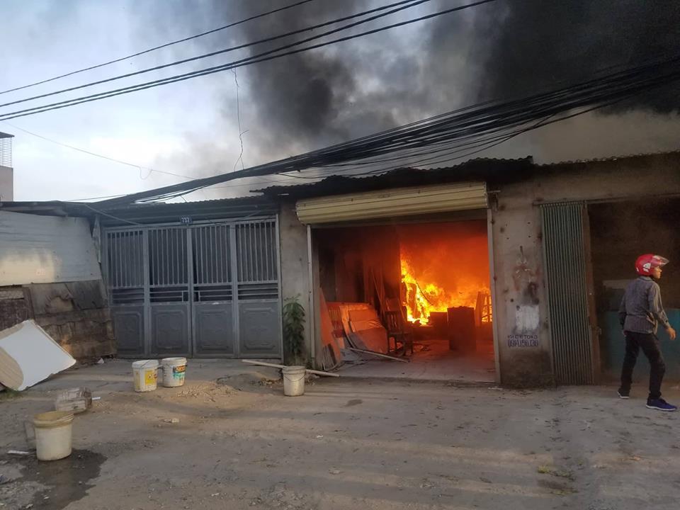 Cháy xưởng đồ gỗ, 4 người may mắn thoát nạn