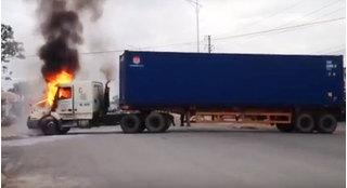 Hưng Yên: Đang lưu thông, xe container bất ngờ bốc cháy dữ dội