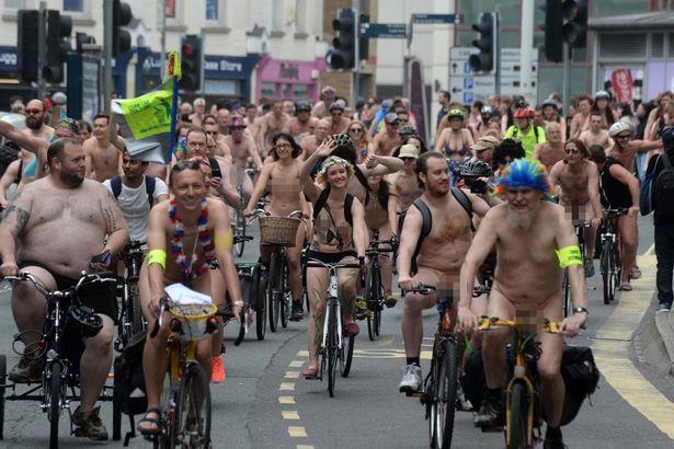 cuộc đua xe đạp khỏa thân