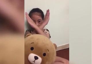 Bé gái 9 tuổi hướng dẫn cách phòng tránh 'yêu râu xanh' gây sốt mạng
