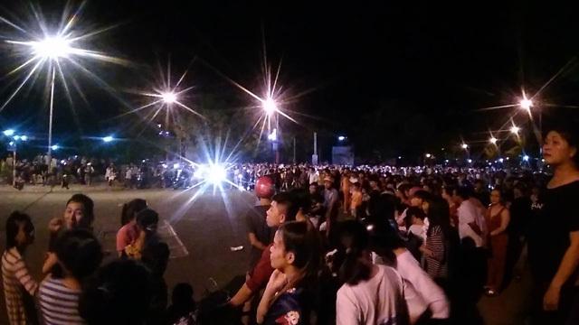 Bình Thuận: Hàng ngàn người tiếp tục ném gạch đá vào công an