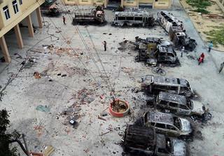 Bên trong trụ sở cảnh sát bị người quá khích đập phá ở Bình Thuận