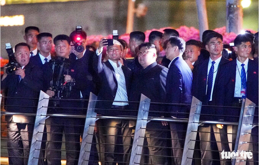 Ông Kim Jong Un đi dạo đêm