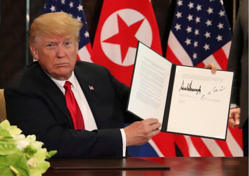 2 nhà lãnh đạo Mỹ và Triều Tiên cuối cùng đã đặt bút ký vào bản thỏa thuận lịch sử