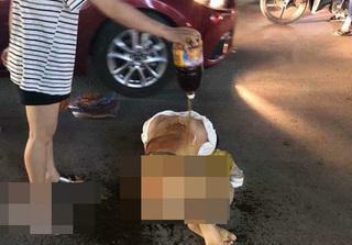 Đánh ghen kinh hoàng: Cô gái bị nhóm phụ nữ lột đồ, đổ nước mắm, muối ớt lên người