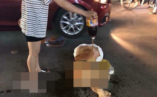 Cô gái bị nhóm phụ nữ lột đồ, đổ nước mắm, muối ớt lên người