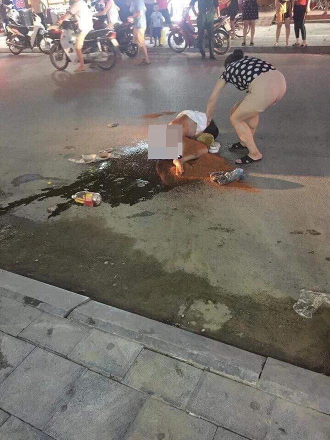 Cô gái bị nhóm phụ nữ lột đồ, đổ nước mắm, muối ớt lên người4