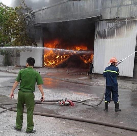 Hải Phòng: Nhà xưởng bốc cháy ngùn ngụt lúc sáng sớm3