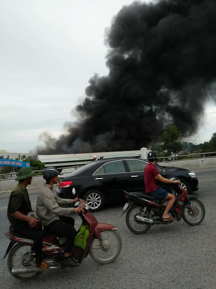 Hải Phòng: Nhà xưởng bốc cháy ngùn ngụt lúc sáng sớm2