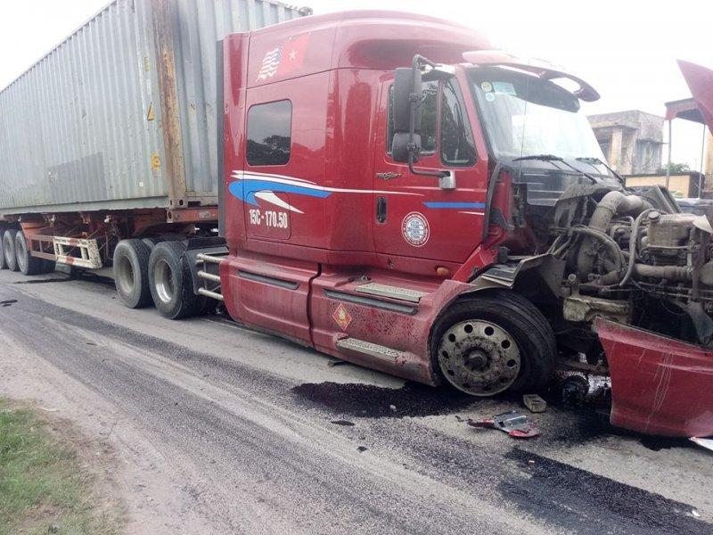 Thái Bình: Container rụng đầu sau tai nạn giao thông kinh hoàng