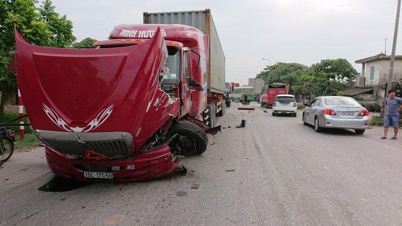 Thái Bình: Container rụng đầu sau tai nạn giao thông kinh hoàng2