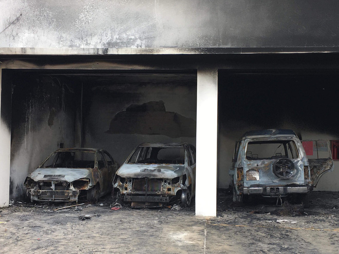 Ô tô bị các đối tượng quá khích đốt phá.