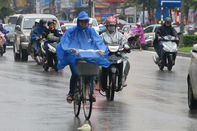 Thời tiết 14/6: Xuất hiện áp thấp nhiệt đới, Hà Nội mưa rào và dông
