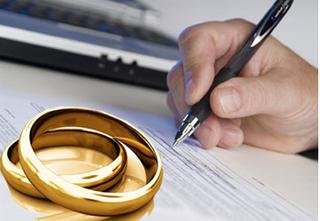 Xin ly hôn vì chồng thường xuyên qua đêm ở ngoài