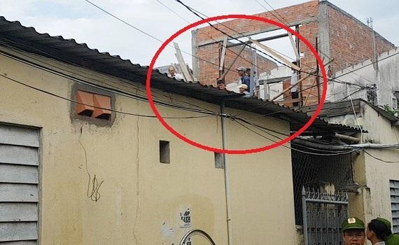 Giải cứu đối tượng 'ngáo đá' la hét trên nóc nhà gần 3 giờ