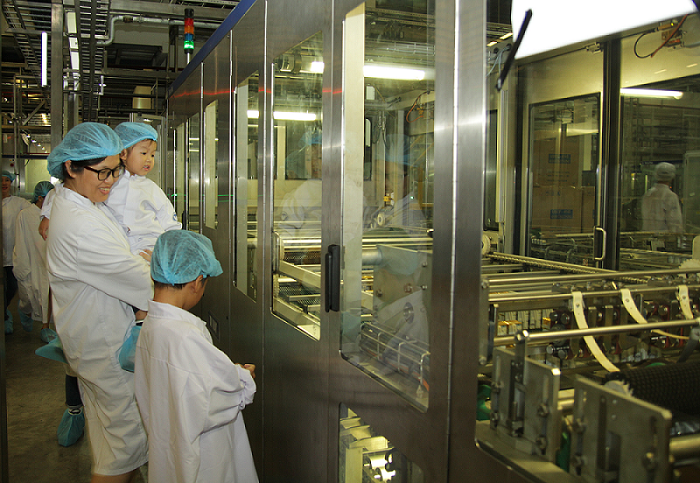 Vui hè 2018, bé cùng khám phá siêu nhà máy sữa của Vinamilk