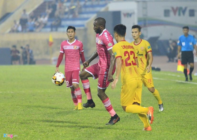 Đá hết lượt đi V.League, CLB Nam Định mới biết thắng trên sân nhà
