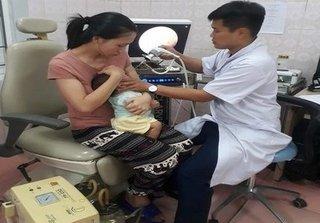 Sức khoẻ cháu bé bị y tá cho uống 'nhầm' cả lọ vacxin bại liệt ở Nghệ An giờ ra sao?