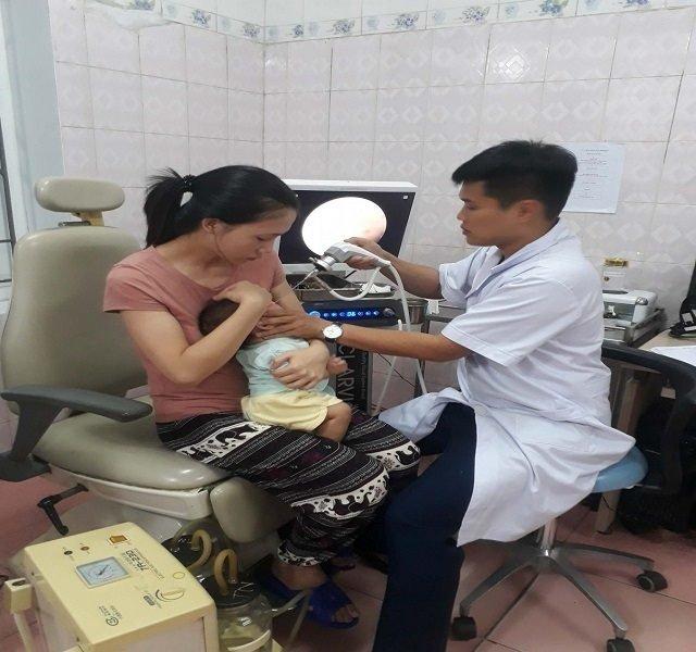 Sức khoẻ em bé sau khi uống quá liều vacxin bại liệt ra sao?