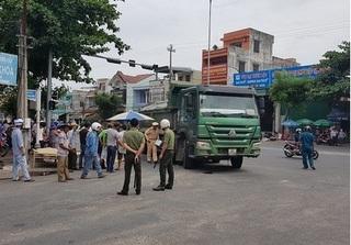Đà Nẵng: Cụ ông 93 tuổi đạp xe trên quốc lộ bị xe tải tông tử vong