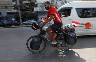 Đạp xe trên quãng đường dài gần 5.000 km đến Moskva xem World Cup