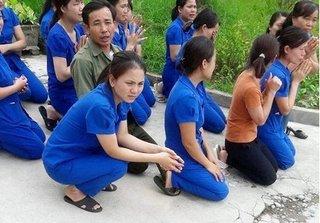 Vụ cô giáo mầm non quỳ gối ở Nghệ An: Chủ tịch thị trấn bảo dàn dựng, tỉnh họp khẩn
