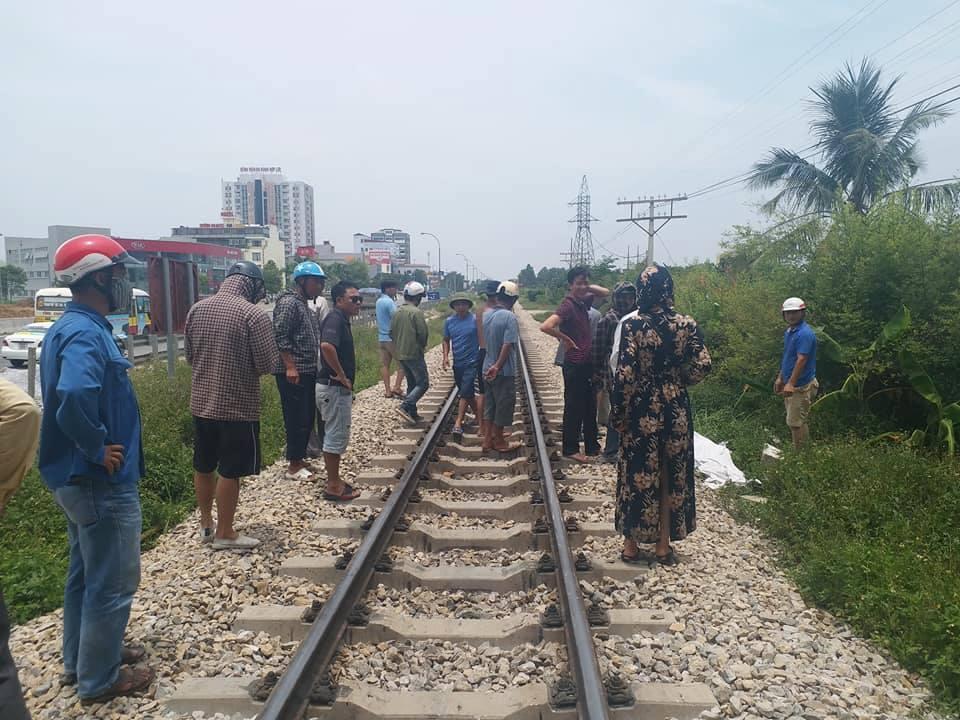 Băng qua đường sắt 2 người đi xe máy tử vong