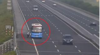 Xử phạt xe hiên ngang dừng bắt khách trên đường cao tốc