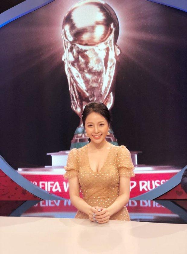 Hot girl Trâm Anh bình luận về World Cup 2018 trên VTV nói gì khi bị ném đá?