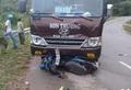 Điên Biên: Xe khách đấu đầu xe máy, 3 người bị thương nặng