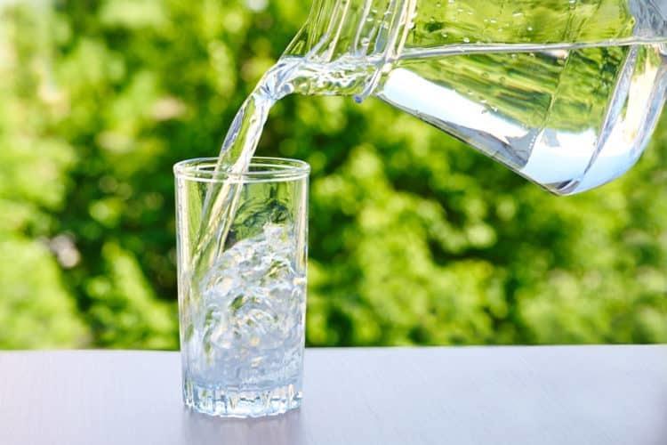 Bác sĩ chỉ cách uống nước chuẩn nhất để phòng ngừa sỏi thận