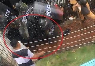 Bắt đối tượng ném tảng đá 33kg vào cảnh sát cơ động