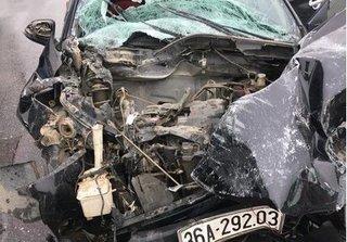 Thái Nguyên: Xế hộp biến dạng sau va chạm giao thông với xe tải