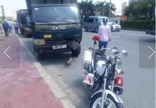 Hưng Yên: Xe tải va chạm với xe CSGT, 1 người bị thương