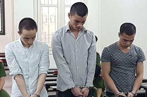 Bé gái bị 3 thanh niên thay nhau xâm hại, bỏ nhà đi biệt tích