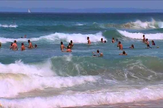 Hai thanh niên bị sóng biển cuốn trôi, tử vong thương tâm