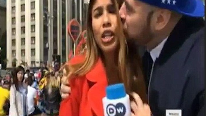 Nữ phóng viên bị yêu râu xanh sờ ngực khi đang đưa tin trực tiếp về World Cup 2018