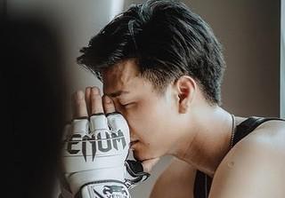 Huỳnh Anh bị NSX Hậu duệ mặt trời 'bơ' sau khi được mời vào vai nam chính?
