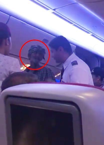 Chán ngồi lề đường, ăn mày ở Qatar lên cả máy bay