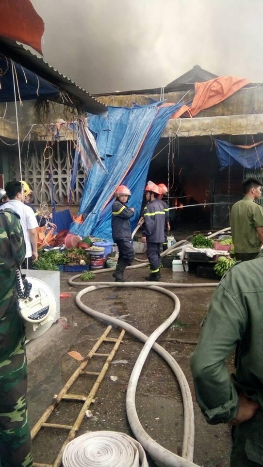 Cháy chợ Sóc Sơn, hơn 1000 mét vuông bốc cháy dữ dội