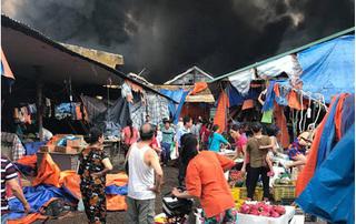 Hà Nội: Chợ Sóc Sơn cháy dữ dội vào lúc sáng sớm, nhiều ki ốt bị thiêu rụi
