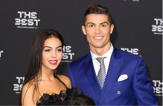 Khoe nhẫn kim cương, Georgina và Cristiano Ronaldo sắp về chung một nhà?