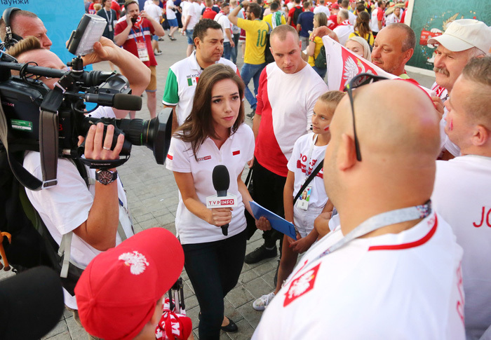 Nhiều nữ phóng viên khó tác nghiệp tại World Cup 2018 vì quá quyến rũ