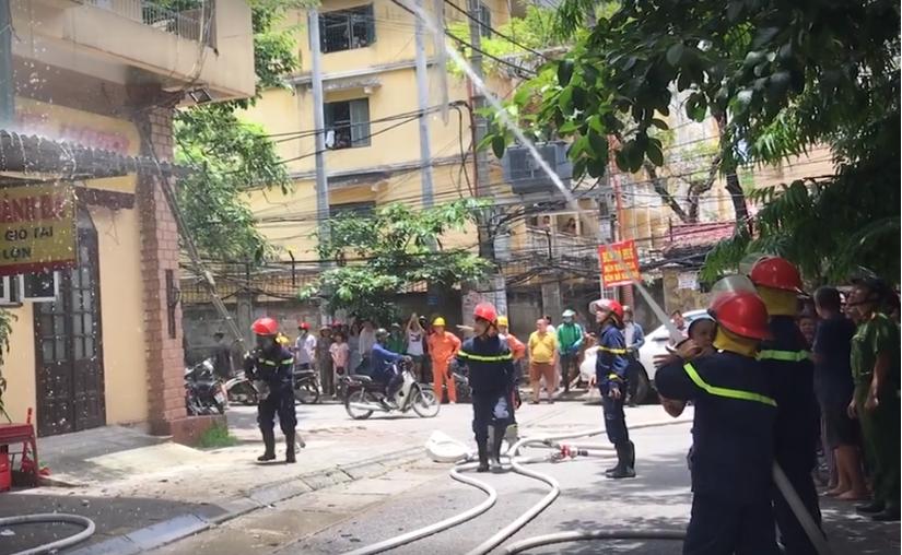 Hà Nội: Cháy ở khu tập thể, nhiều người dân hoảng loạn3