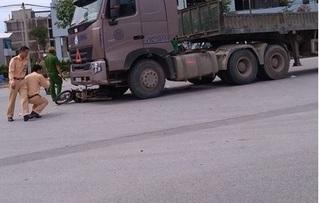 Hà Nội: Người phụ nữ nguy kịch sau va chạm với xe đầu kéo