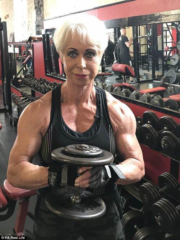 Cụ bà U70 có cơ bắp cuồn cuộn như đàn ông