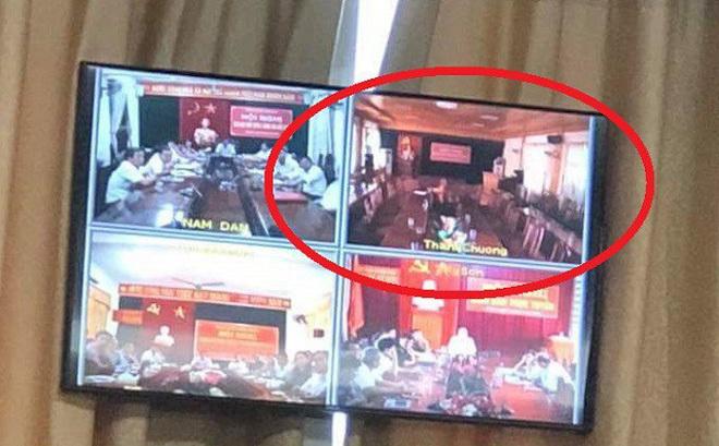 Vì sao cán bộ huyện Thanh Chương bỏ về hết khi Chủ tịch tỉnh đang phát biểu?