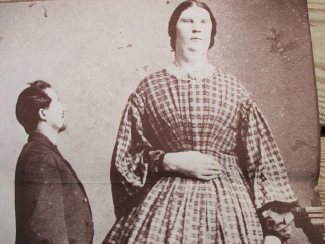 Người phụ nữ sở hữu cô bé rộng tới nửa mét